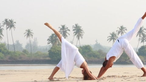 7 Reasons for Men to Practice Yoga - YogaMea School